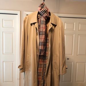 Men's Burberry coat w/ matching scarf